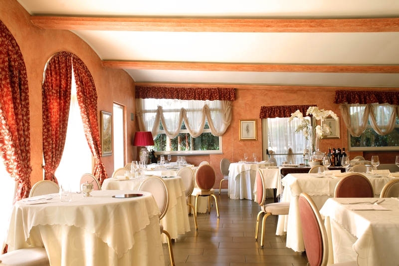 country club, country club dining room