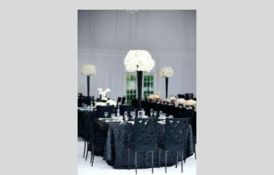 Pretty table linen setting in black.